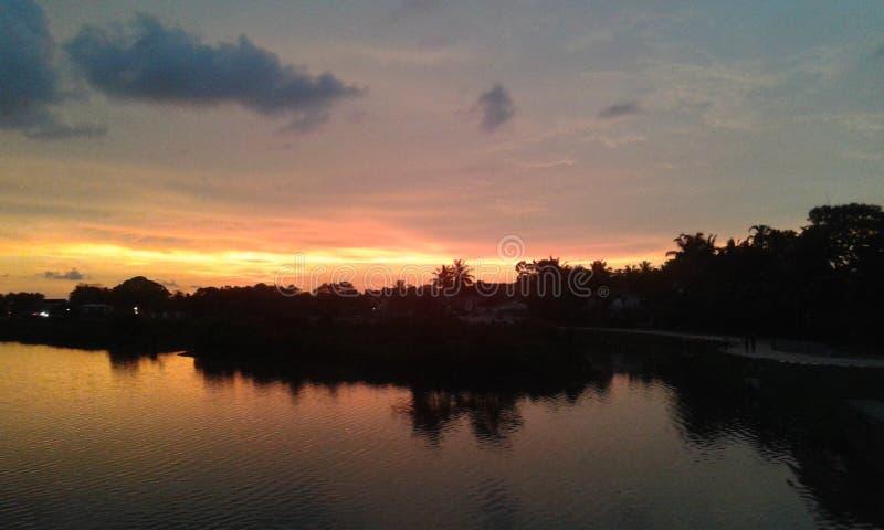 Coucher du soleil au lac Sri Lanka de hellanwila images libres de droits