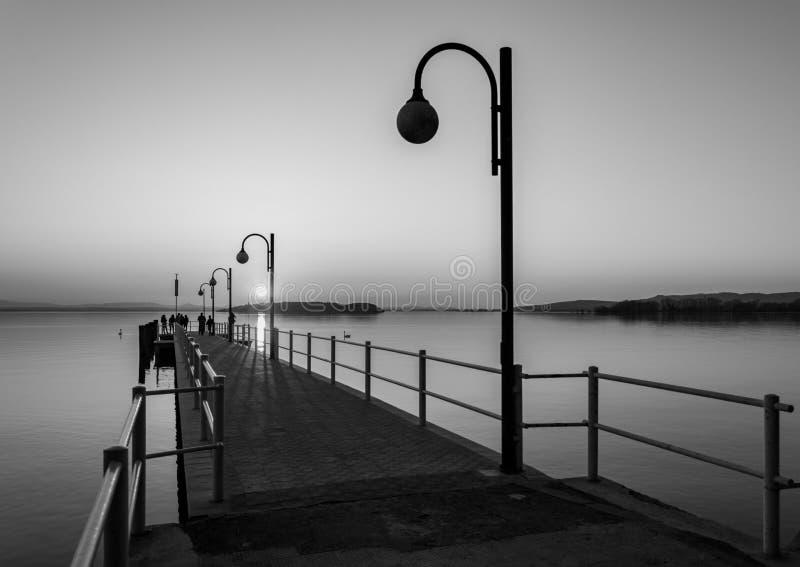 Coucher du soleil au lac Trasimeno photographie stock libre de droits