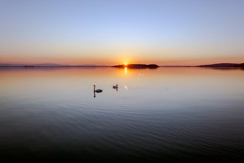Coucher du soleil au lac Trasimeno photos libres de droits
