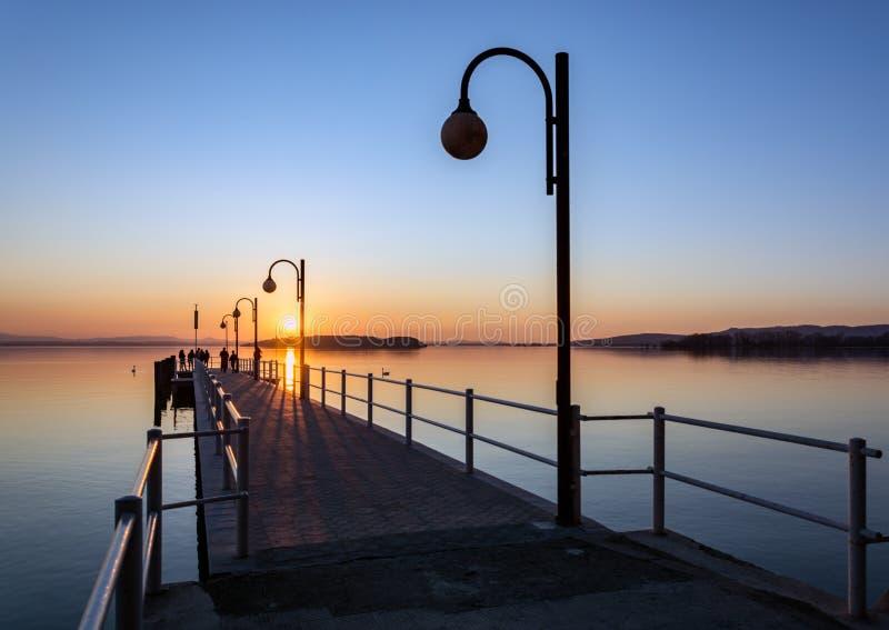 Coucher du soleil au lac Trasimeno photo libre de droits