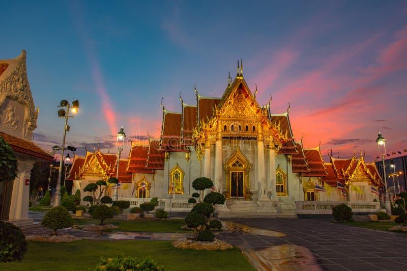 Coucher du soleil au mus?e de descendants de dragon dans Suphanburi image stock