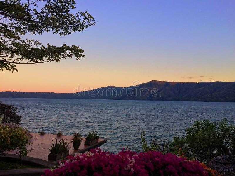 Coucher du soleil au Nicaragua photographie stock libre de droits