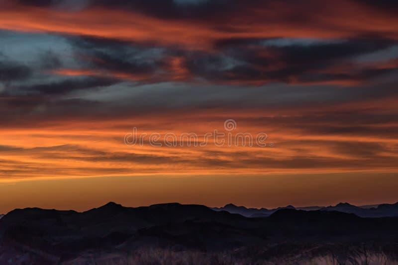 Coucher du soleil au parc national de grande courbure de vue de Sotol image stock