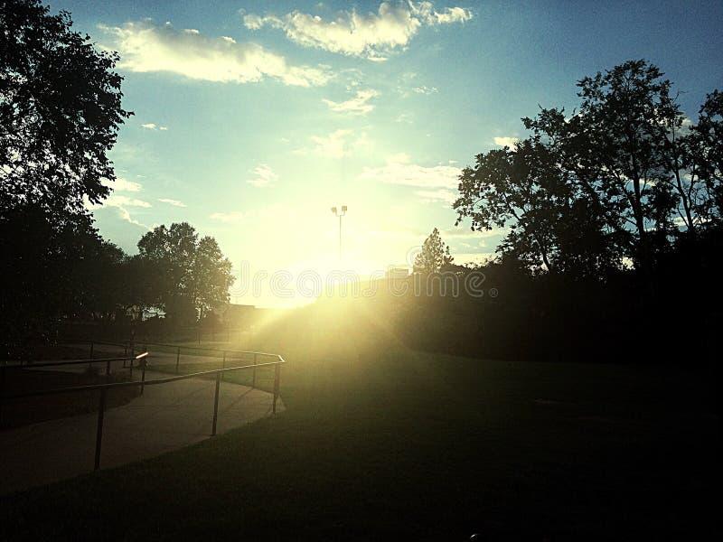 Coucher du soleil au stationnement image libre de droits