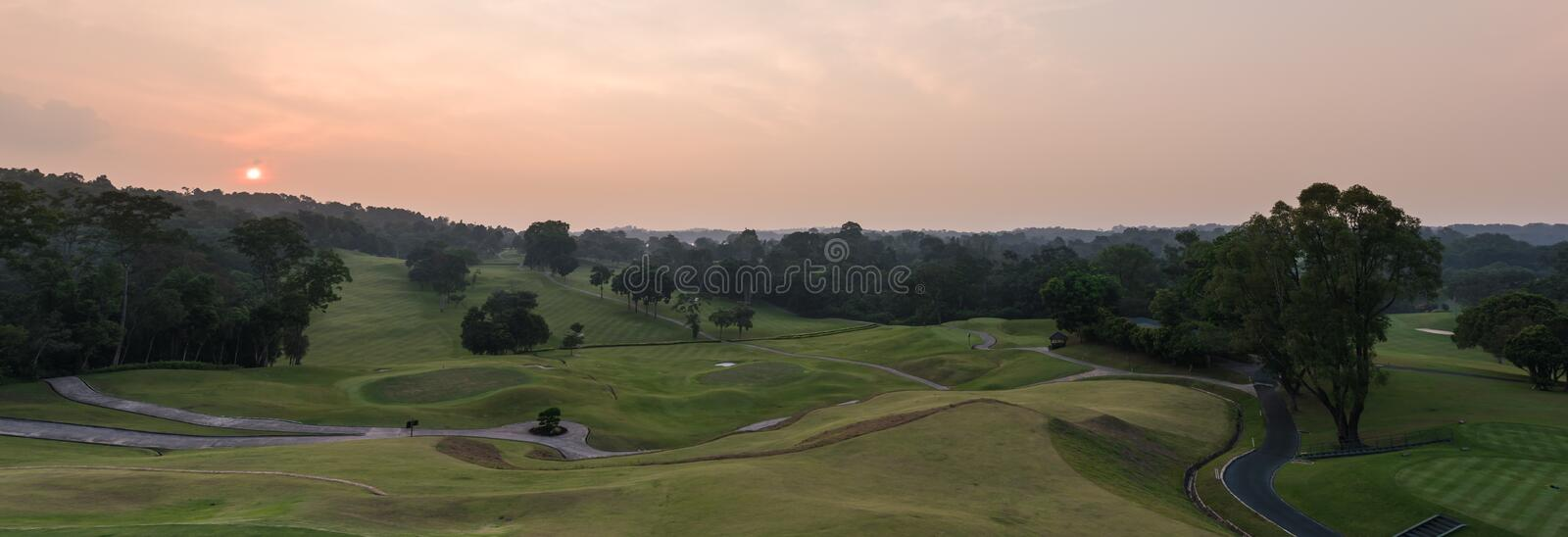 Coucher du soleil au terrain de golf photo stock