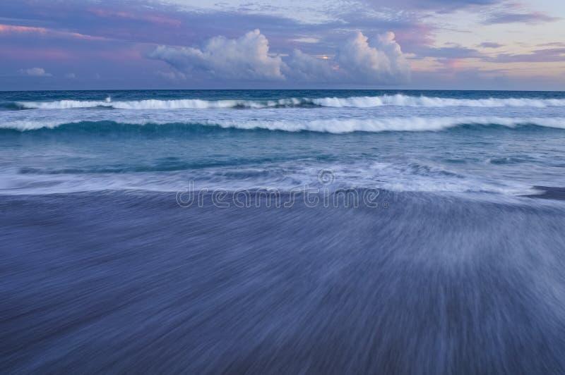 Coucher du soleil aux banques externes du sud, Emerald Isle, la Caroline du Nord photo libre de droits