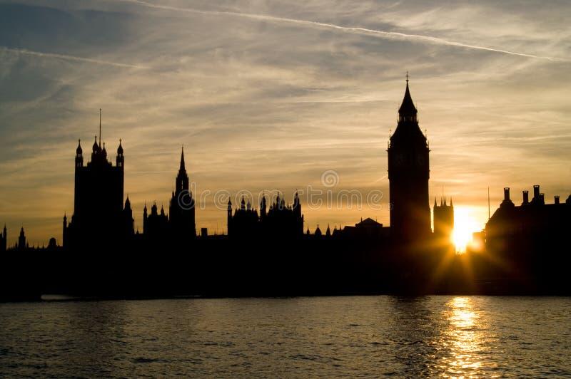 Coucher du soleil aux maisons du Parlement image stock