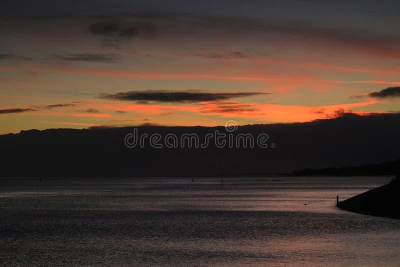 Coucher du soleil aux rivages de Vlieland, une des îles appartenant au site de patrimoine mondial de l'UNESCO du wadden photographie stock