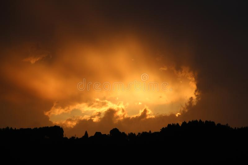 Coucher du soleil avec le trou photos libres de droits