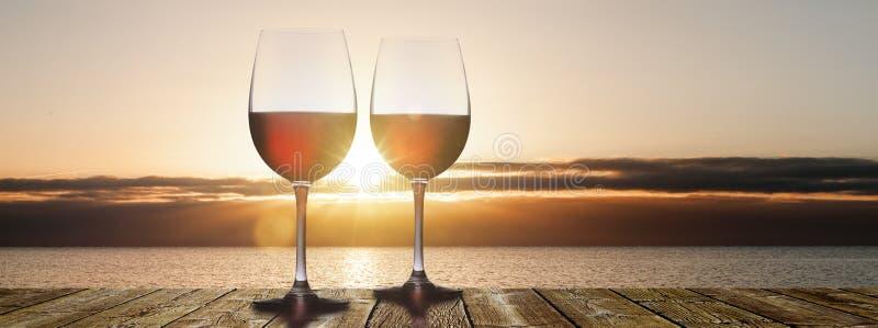 Coucher du soleil avec le vin rouge photo stock