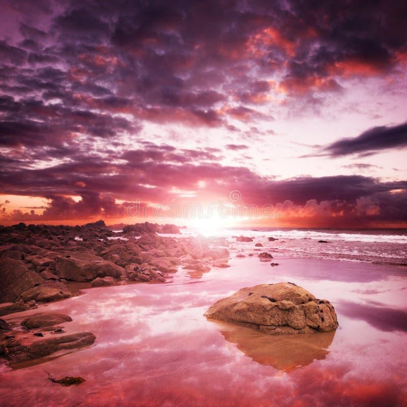 Coucher du soleil côtier image libre de droits