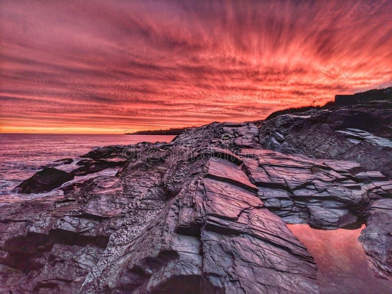 Coucher du soleil côtier surréaliste photographie stock