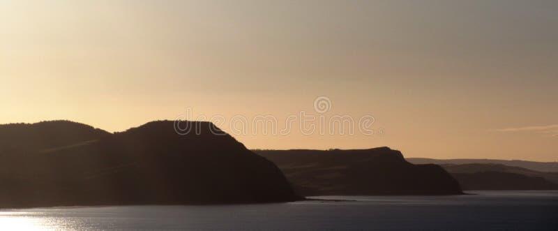 Coucher du soleil côtier déprimé photos stock