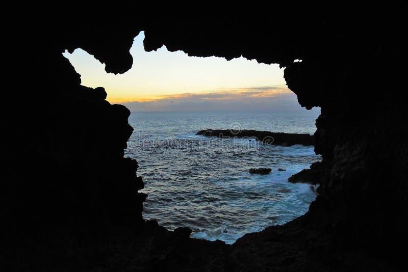 Coucher du soleil chez Ana Kakenga Cave photos stock
