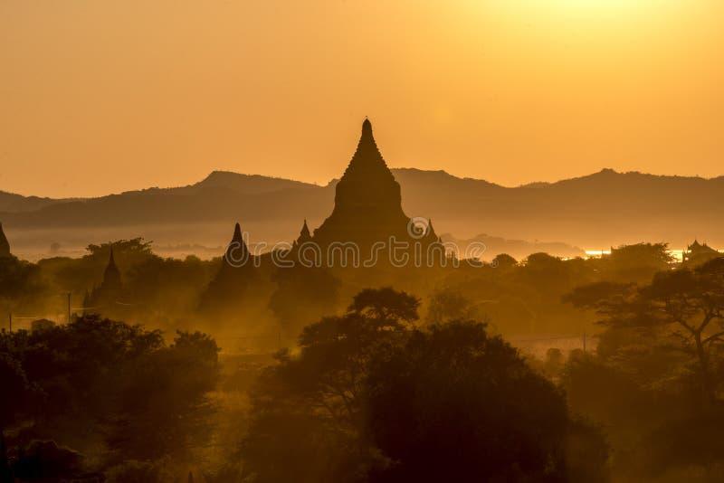 Coucher du soleil chez Bagan photographie stock