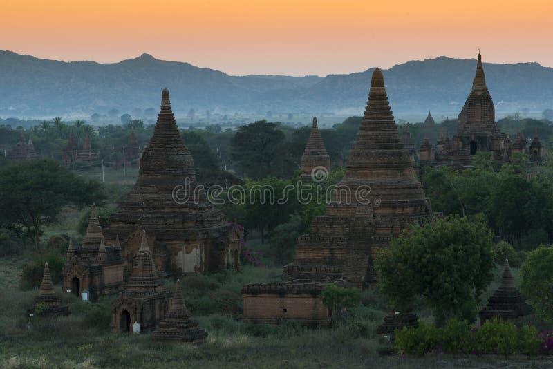 Coucher du soleil chez Bagan image stock