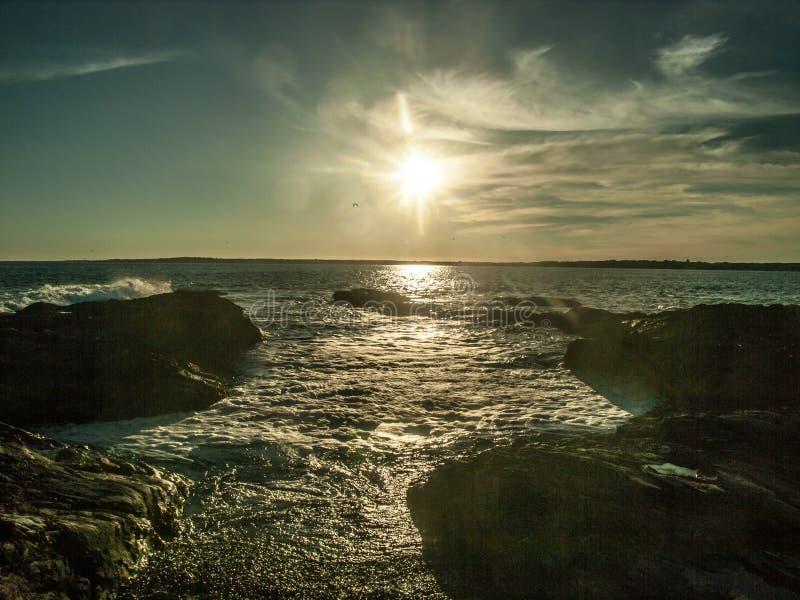 Coucher du soleil chez Beavertail image libre de droits