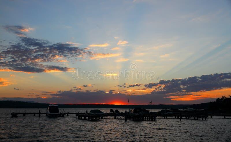 Coucher du soleil chez Marina Park sur le Lac Washington, Etats-Unis photos stock