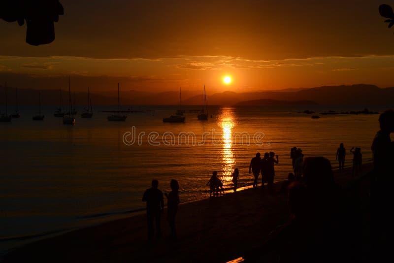 Coucher du soleil chez Santo Antonio de Lisboa - Santa Catarina - le Brésil photographie stock