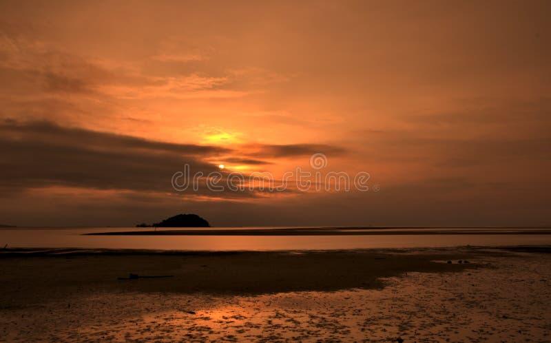 Coucher du soleil chez Tanjung Pendam images stock