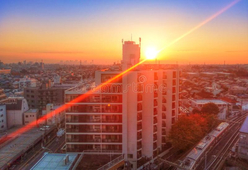 Coucher du soleil coloré étonnant au-dessus de Tokyo, Japon image stock