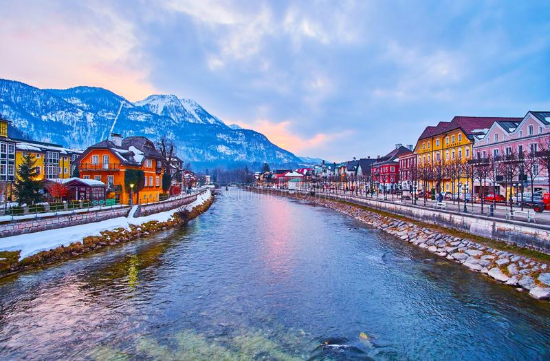 Coucher du soleil coloré dans mauvais Ischl, Salzkammergut, Autriche photo stock