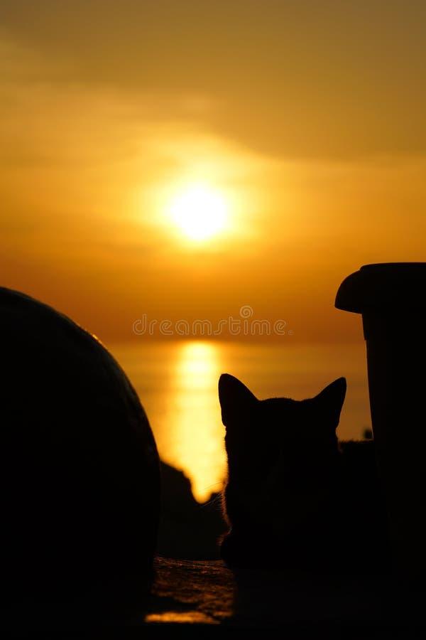 coucher du soleil comme vu d'un chat du monastère de Vierge Marie dans Paleokastritsa images stock