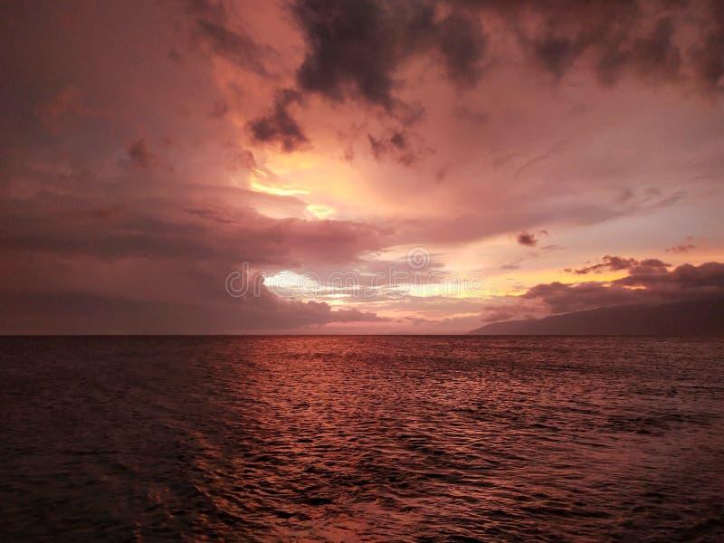 Coucher du soleil cramoisi sur la Mer Noire photos stock