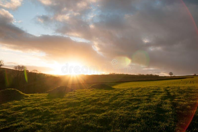Coucher du soleil déprimé au-dessus des champs de Devon photo libre de droits