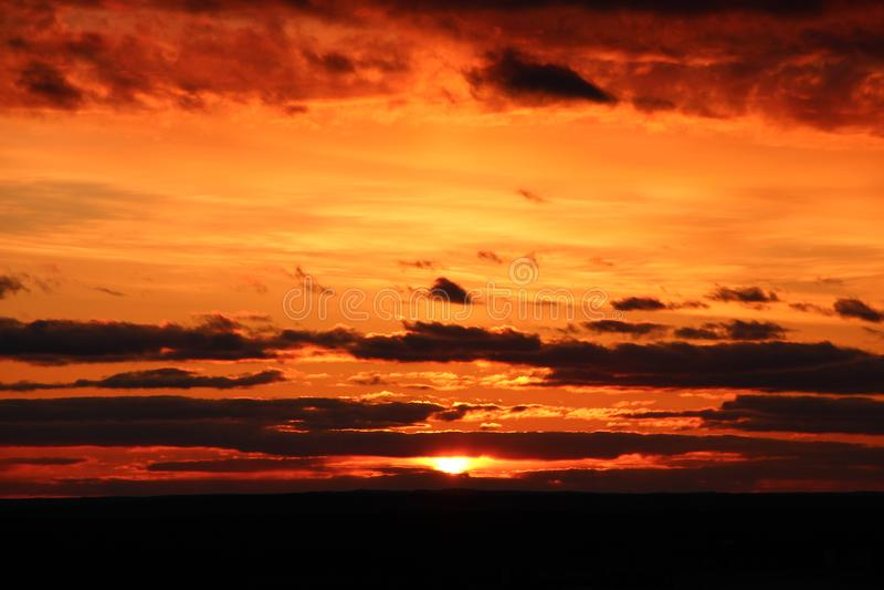 Coucher du soleil d'été en Carélie image stock