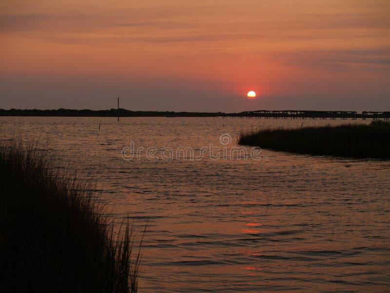 Coucher du soleil d'île de Hatteras image libre de droits