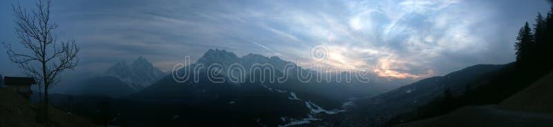Coucher du soleil d'Alpes photo stock