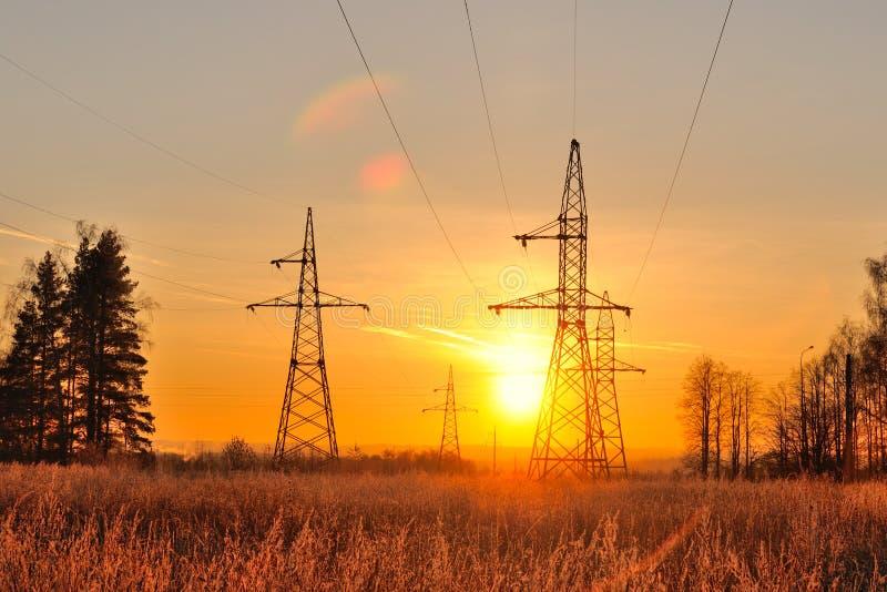 Coucher du soleil d'automne dans les banlieues images libres de droits
