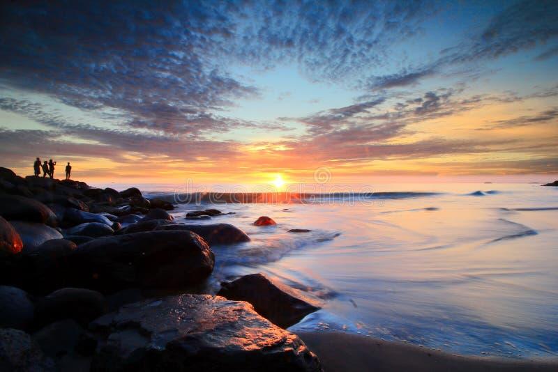 Coucher du soleil d'or de ciel chez Padang image libre de droits