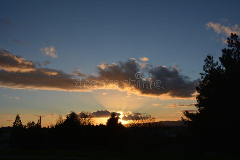Coucher du soleil d'hiver de Paso Robles avec des faisceaux du soleil photo stock