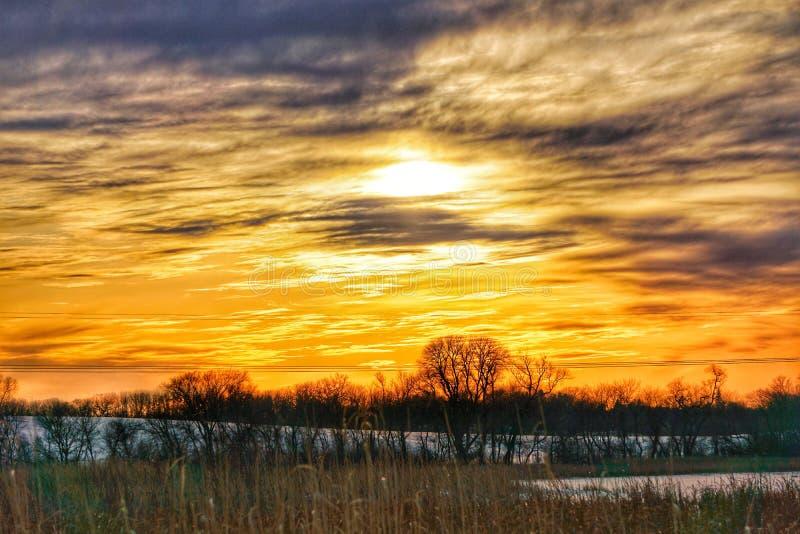 Coucher du soleil d'hiver de pays photographie stock libre de droits
