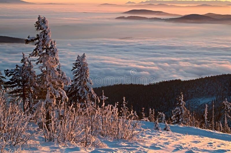Coucher du soleil d'hiver - inversion photographie stock