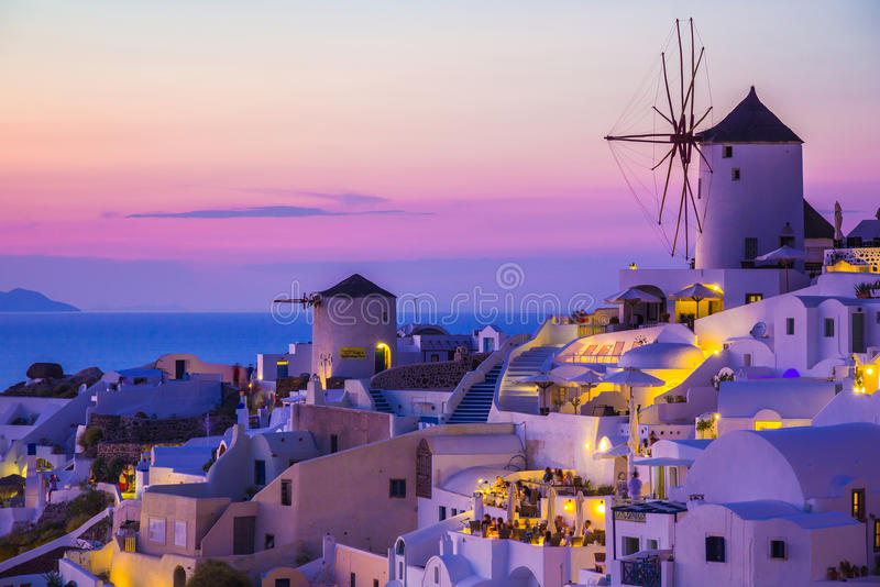 Coucher du soleil d'Oia, île de Santorini, Grèce image stock