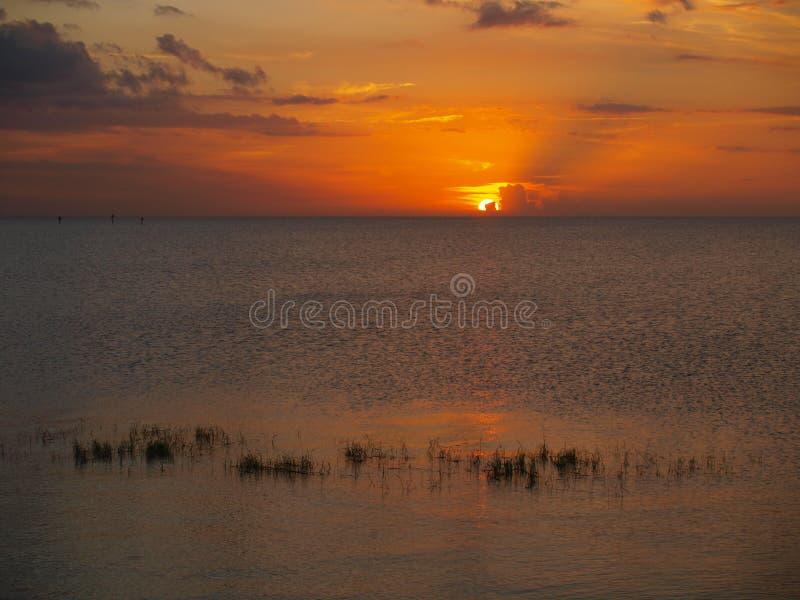 Coucher du soleil d'Okeechobee de lac image stock
