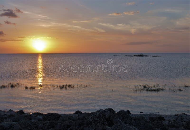Coucher du soleil d'Okeechobee de lac près de Loxahatchee, la Floride images stock
