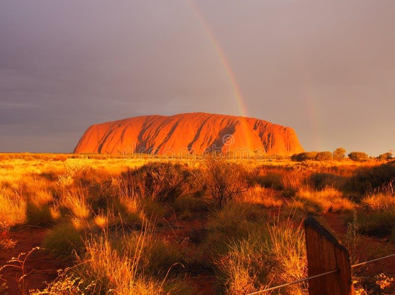 Coucher du soleil d'Uluru images libres de droits