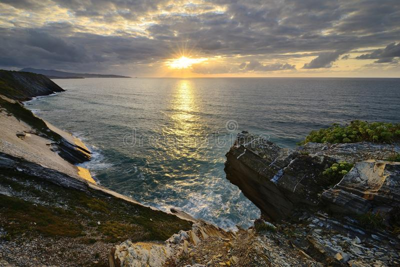 Coucher du soleil, d'Urrugne de Corniche images stock