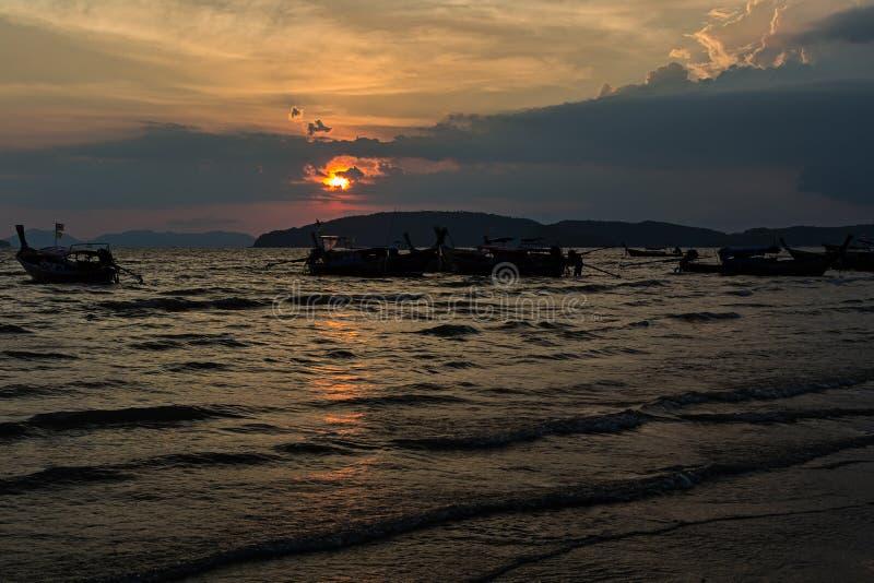 Coucher du soleil dans ao Nang dans Krabi photographie stock libre de droits