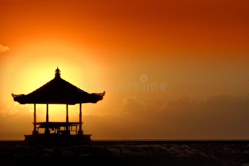 Coucher du soleil dans Bali image stock