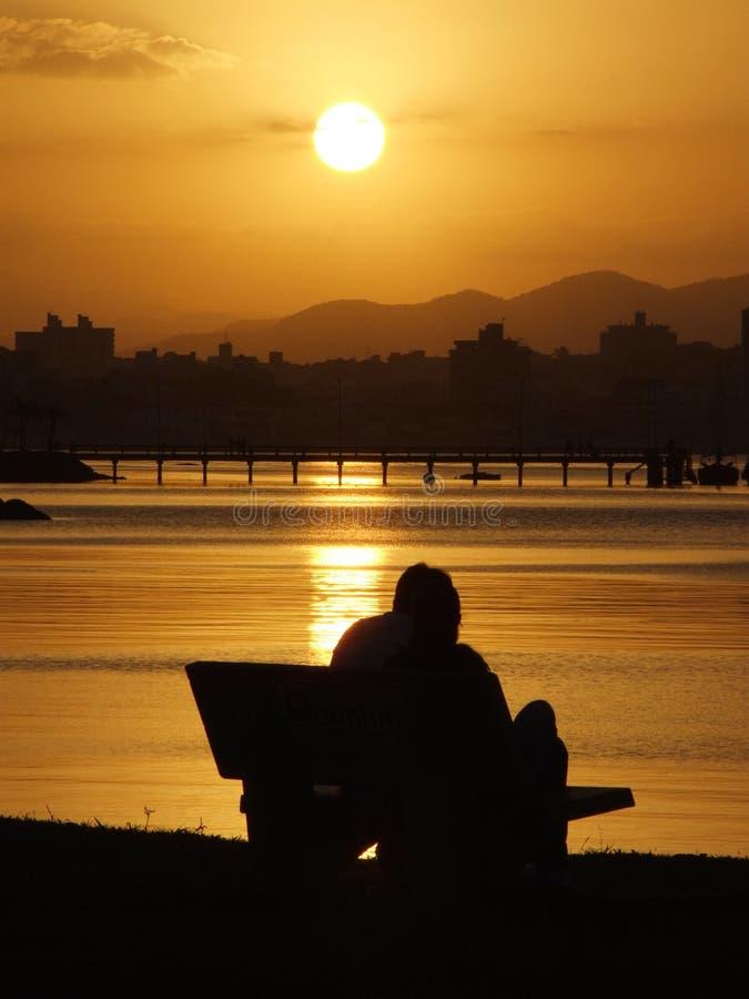 Coucher du soleil dans Florianopolis photo libre de droits