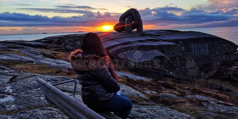 Coucher du soleil dans Hafrsfjord image libre de droits