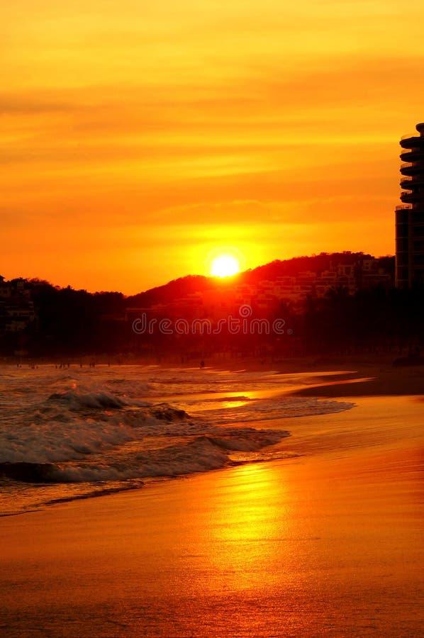 Coucher du soleil dans Ixtapa images stock