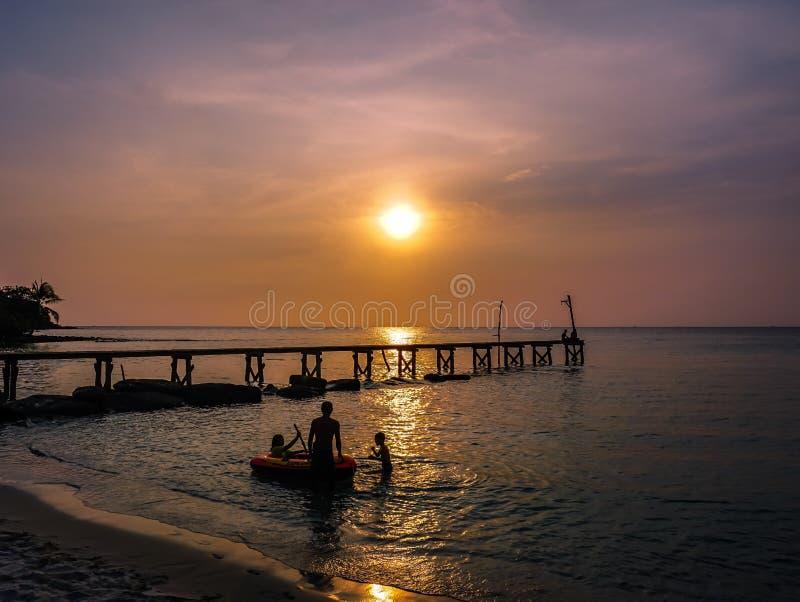 Coucher du soleil dans Ko Kut images libres de droits