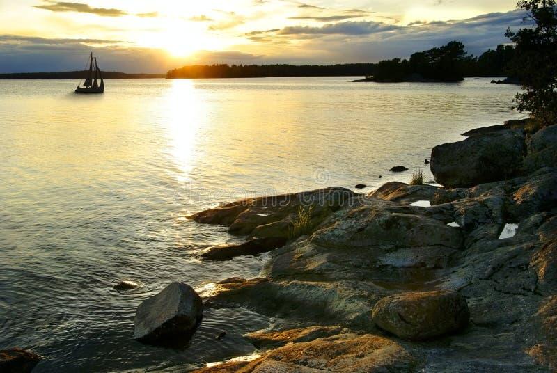 Coucher du soleil dans l'archipel image libre de droits