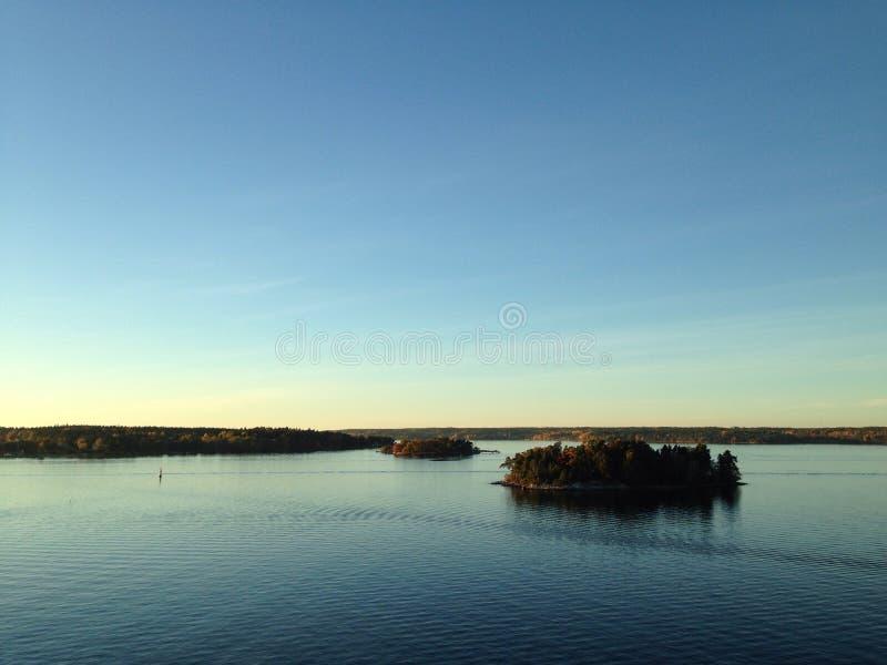 Coucher du soleil dans l'archipel photographie stock libre de droits